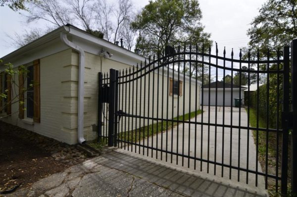 Edwardsville Illinois professional gate installer